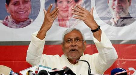 In last pitch before the start, Nitish Kumar describes what he is and Narendra Modi isn't