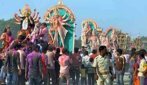 Durga Visarjan, Dussehra, Durga Puja, Navratri, Vermilion Play, Sindur Khela, Durga Visarjan pics, Durga Visarjan Photos, Durga Puja Festival, Durga Idols, Durga Puja Photos, Durga Pics