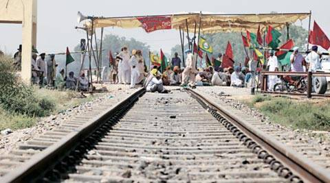 punjab train protest, rail roko, whitefly, cotton, punjab cotton farm, punjab whitefly, india news