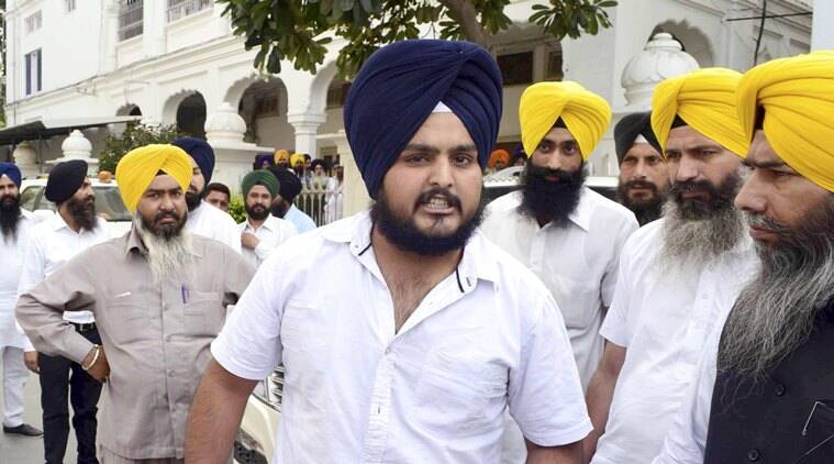 mritsar: A SGPC employee Ramandeep Singh who threw his resignation letter towards SGPC president Avtar Singh Makkar during a press conference in Amritsar on Friday. Singh has resigned in protest against suspension of Panj Payara's by SGPC. PTI Photo