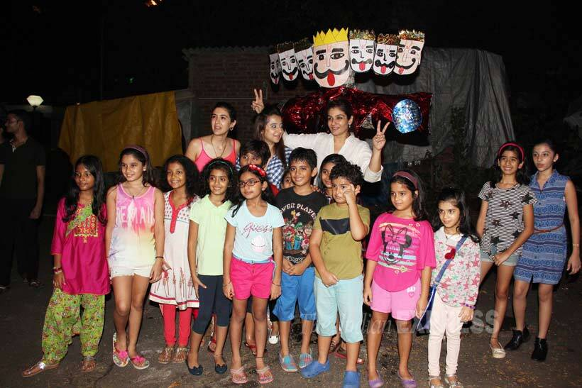 Raveena Tandon, Raveena Tandon Dussehra, Raveena Tandon Dussehra Ranbir Rasha, Raveena Tandon daughter Rasha, Raveena Tandon Ranbir photos, Raveena Tadon Dusshera celebrations, Raveena Tandon photos, Anil Thadani