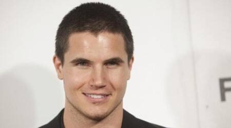 Robbie Amell joins 'The Babysitter'