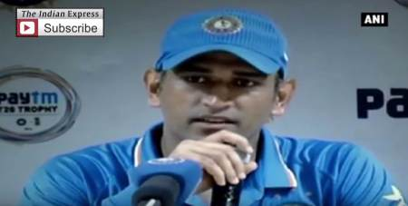 Dhoni's Reaction To The Restless Crowd
