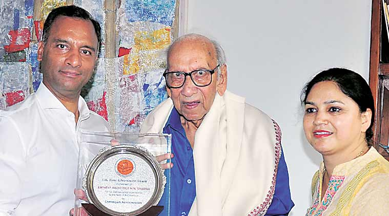 UT Adviser Vijay Dev honours M N Sharma with lifetime achievement award at his residence in Sector 8, Chandigarh, on Sunday.  (Sahil Walia)