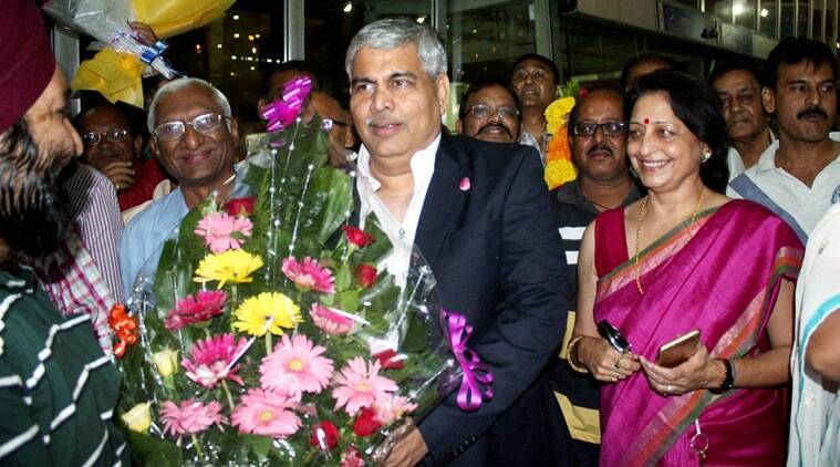 Nagpur: Newly elected BCCI President Shashank Manohar   being welcomed by freinds at Baba Sahab International Airport in Nagpur on Sunday night. PTI Photo (PTI10_4_2015_000176B)