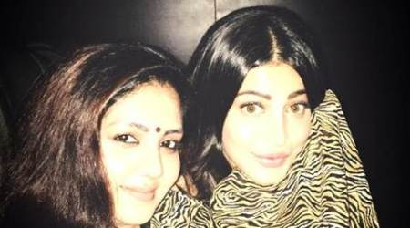 Shruti Haasan watches her Tamil movie 'Puli' with live audience