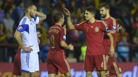 Spain players celebrate a goal durng their Euro 2016 Group C qualification soccer match against Luxembourg in Logrono, Spain October 9, 2015. REUTERS/Vincent West