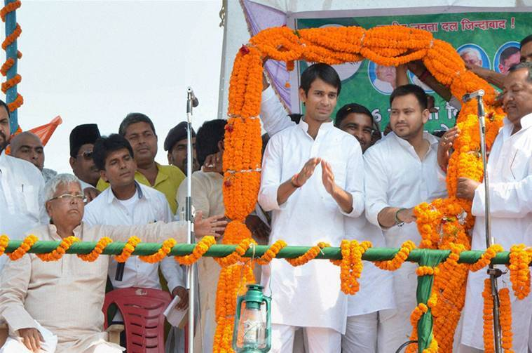 Hajipur : RJD chief Lalu Prasad with sons Tejaswi Yadav and Tej Pratap at a rally after the latter filed nomination papers from Mahula assembly constituency, in Hajipur on Monday. PTI Photo (PTI10_5_2015_000264B)