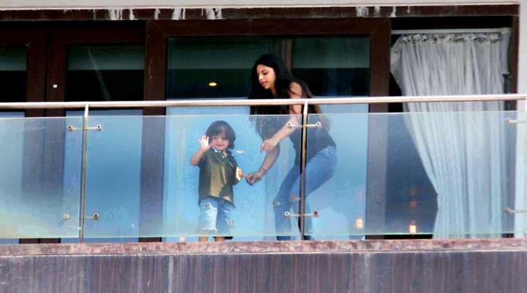 Shahrukh khan house pictures from inside