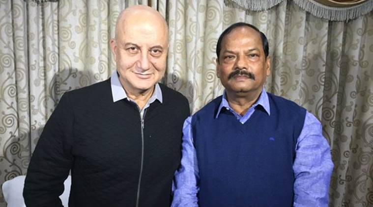 Anupam Kher, Raghuvar Das, Anupam Kher Raghuvar das, Anupam Kher MS dhoni, Anupam Kher MS Dhoni Movie, Anupam Kher Meets Rashuvar das, Anupam Kher Meets Jharkhand Chief Minister, Entertainment news
