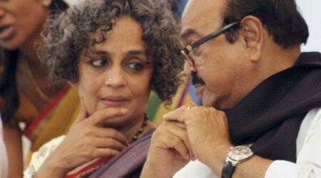 Arundhati Roy gets an award from Bhujbal as his supporters thrash ABVP protesters
