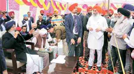 Sangat Darshan: Heavy security keeps sangat at a distance from CM Parkash Singh Badal