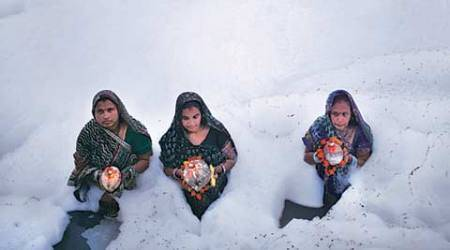 Thousands throng Yamuna ghats in Delhi to offer prayers onChhath