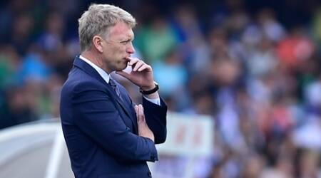 Real Sociedad's head manager David Moyes of Scotland, gestures during their Spanish La Liga soccer match between Real Sociedad and Atletico de Madrid, at Anoeta stadium in San Sebastian, northern Spain, Sunday, Oct. 18, 2015.  Atletico de Madrid won the match 2-0. (AP Photo/Alvaro Barrientos)