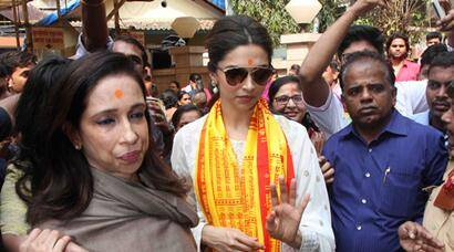 deepika padukone, deepika padukone pics, tamasha, deepika padukone at siddhivinayak temple, deepika padukone visits temple, deepika padukone mother, deepika padukone with mother, deepika padukone mother pics, deepika padukone tamasha, ranbir kapoor, entertainment, bollywood