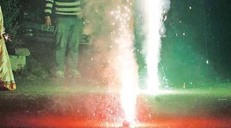 One killed in clash over firecracker inAligarh