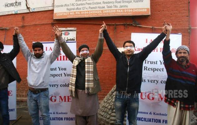Kashmiri Pandit, Hug Campaign, Jammu and Kashmir, tolerance, Brotherhood, Interfaith Dialogue, Sandeep Mawa, Blindfolded Kashmiri Pandit, Kashmiri Pandit invites hugs, Promote Brotherhood, Kashmir News, Jammu News, Jammu and Kashmir news, Srinagar news