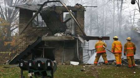 2 dead as business jet crashes into apartment building inUS