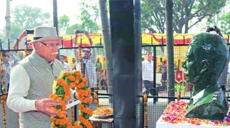 CM Manohar Lal Khattar, Army personnel pay tribute tomartyr