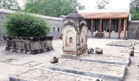 bajirao mastani, mastani grave, mastani burial ground, mastani tomb, sanjay leela bhansali, deepika padukone, pinga, news