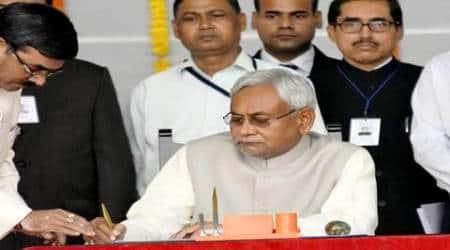 Nitish Kumar, Nitish Kumar swearing in, Nitish Kumar Bihar CM, Nitish swearing in, New Bihar CM, Bihar CM 2015, Nitish Kumar, Akhilesh Yadav, Mayawati, Nitish Kumar news, Bihar news