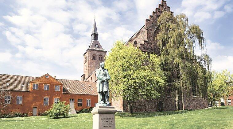Hans Christian Andersen's statue in Odense. (Source: Thinkstock)