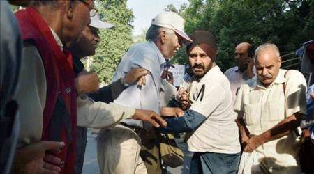 OROP: Amid slogans against govt, protesting veterans attempt to burn medals
