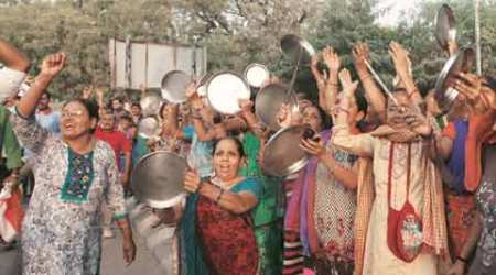 In Mehsana, Patidar women try to disrupt CM's road show