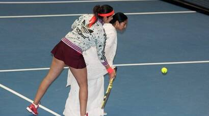 Sania gives tennis lessons to 'Didi'