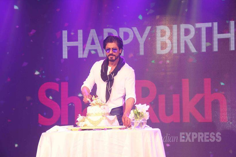 PHOTOS Shah Rukh Khan cuts cake with the scribes on 50th birthday