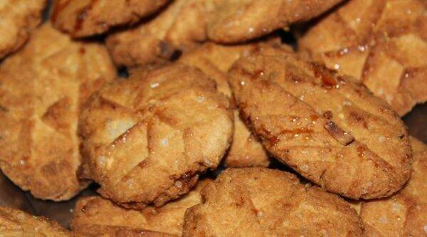 Thekuas are traditional Bihari sweets made of flour, sugar/jaggery and ghee. (Source: thekua.in)