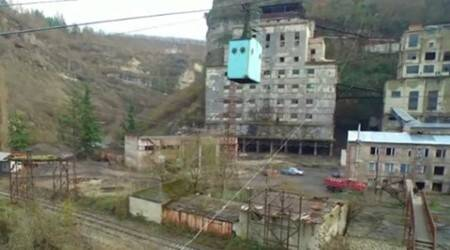 VIDEO: Rusted Soviet-era cable car still preferred mode of commute for Georgian town