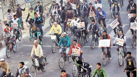 Delhi: Commuters grumble as car-free day takes over busyroad