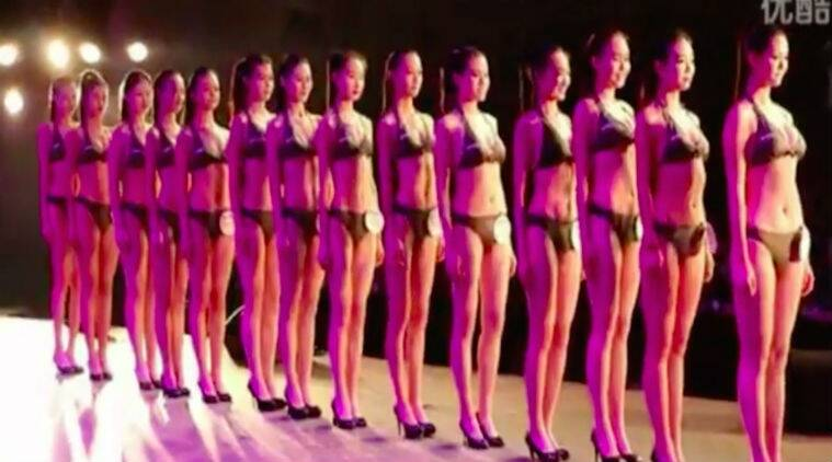 Chinese high school graduates appear in bikini to get hired as flight attendants/ Screenshot: Daily Mail
