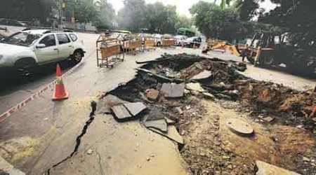 Delhi traffic police count 158 potholed and creviced roads, wait for PWD reply