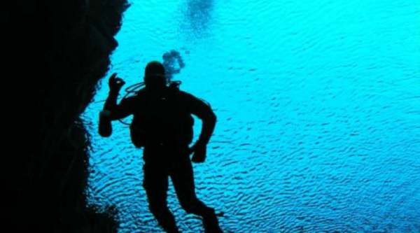 Diving in Silfra (Source: Webwire)