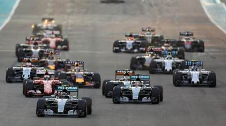 Mercedes Formula One driver Nico Rosberg of Germany leads the pack during the Abu Dhabi F1 Grand Prix at the Yas Marina circuit in Abu Dhabi November 29, 2015. REUTERS/Hamad I Mohammed