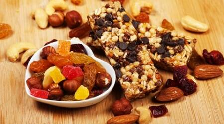 A super easy recipe to make tasty, healthy, low-cal granola