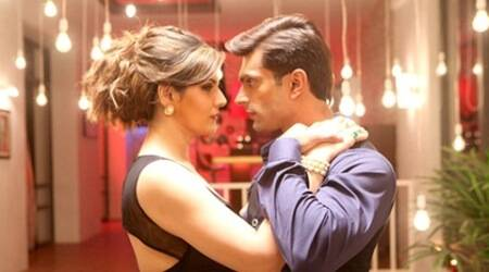 hate story 3, hate story 3 collections, hate story 3 second day collections, hate story 3 box office collections, hate story 3 business, zareen khan, karan singh grover, daisy shah, sharman joshi, karan singh grover hate story 3, entertainment news