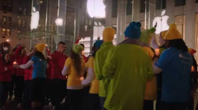 Microsoft Christmas Ad, Microsoft ad with Apple, microsoft christmas apple ad, Microsoft latest tv ad