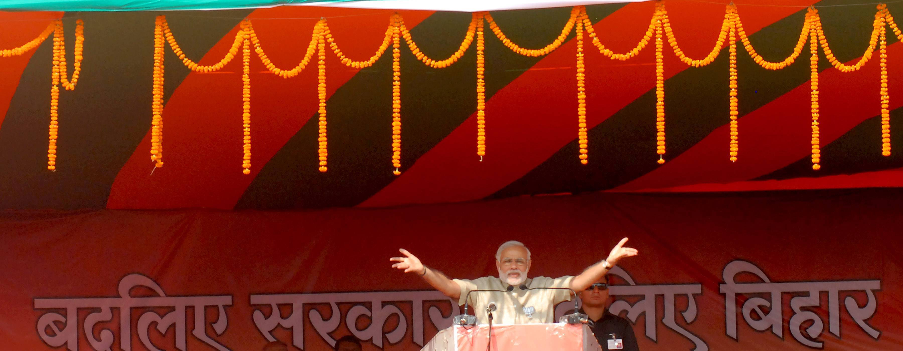 Prime Minister Narendra Modi addresses the crowd during election rally in hajipur on Sunday, Oct 25, 2015. Express photo by Prashant Ravi