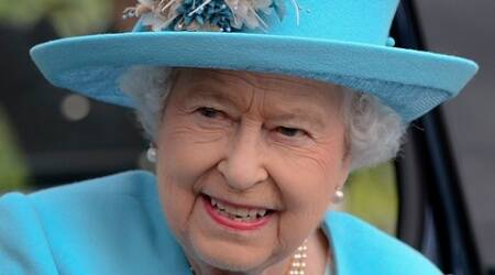 The Queen writes to grandson of man who sent her Christmas cards for over 50 yrs
