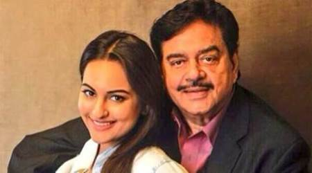Sonakshi, Sonakshi sinha, Shatrughan Sinha, Shatrughan Sinha birthday, Shatrughan Sinha birthday bash, Shatrughan Sinha birthday bash in Kerala, Sonakshi turns drummer, Sonakshi father, Sonakshi family, Sonakshi sinha films, entertainment news