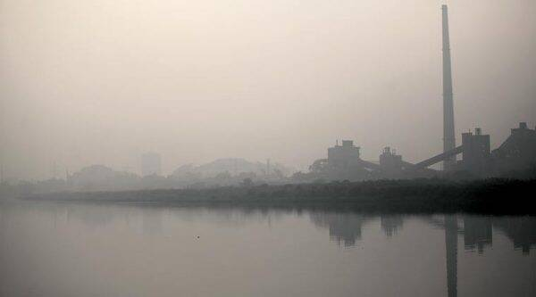 Delhi witnessed another smog-covered morning Thursday. (Express Photo by Tashi Tobgyal)