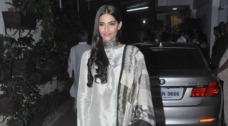 Sonam Kapoor, Sonam Kapoor eight million followers, Sonam Kapoor films, Sonam Kapoor fans, Sonam Kapoor twitter fans, Sonam Kapoor upcoming films, entertainment news