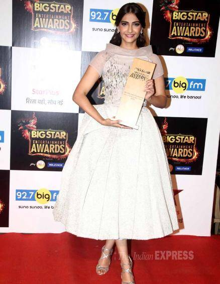 Sonam Kapoor, Salman Khan, Prem Ratan Dhan Payo, Big Star Entertainment Awards
