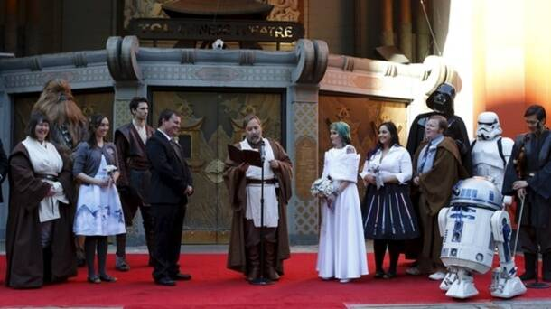 Aussie 'Star Wars' couple marry waiting in line for first movie screening