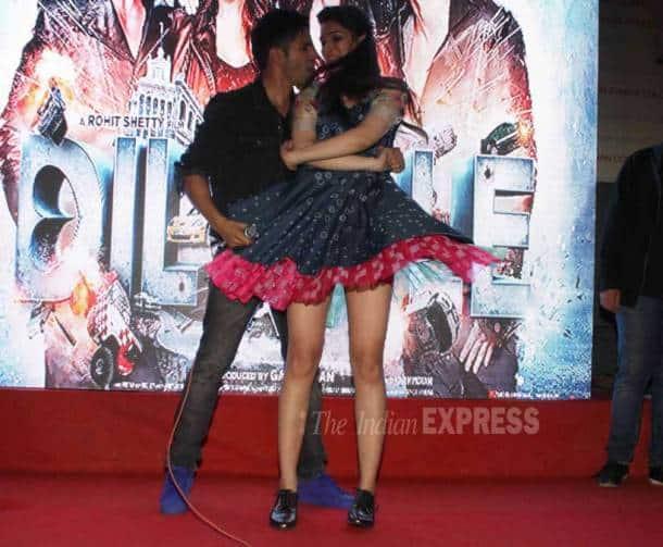 Dilwale, Kriti Sanon, Varun Dhawan, Varun Kriti Manma Emotion Jage