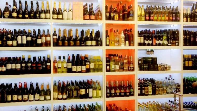 women liquor store2_759