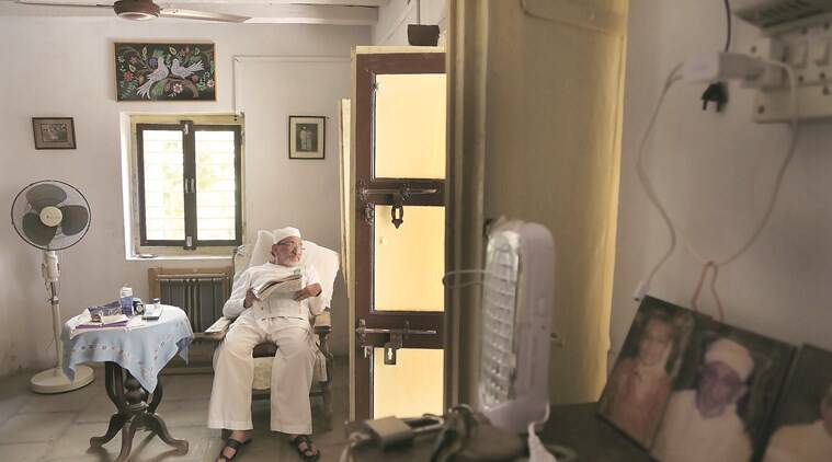 Dhunjishaw Dastur, who owns Dastur Cottage, remembers Udvada as a thriving Parsi town. Now, its most striking feature is its cloak of loneliness, its silent lanes telling stories of a rich cultural history. (Photo: Amit Chakravarty)